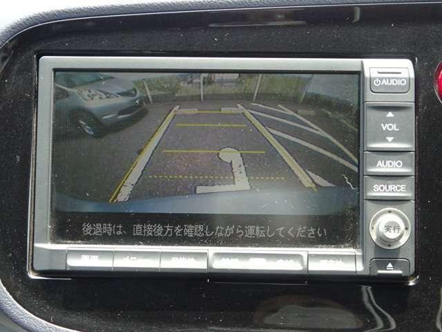 バックカメラ付きです!ガイドラインも表示されるので、バック駐車が苦手な方でも安心ですね♪