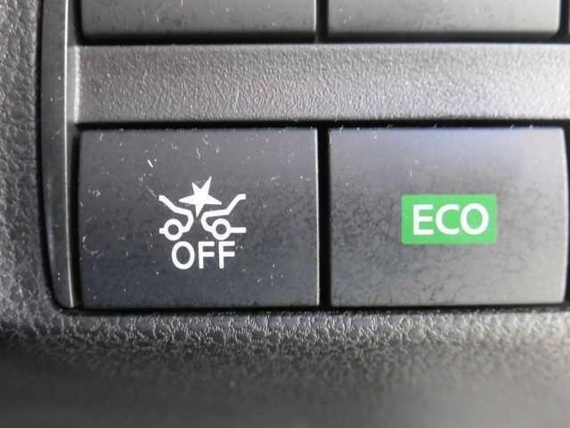 前方の車や人を検知してぶつかる可能性が高まるとドライバーに表示とブザー(警告音)を鳴らし衝突回避をアシストいたします。