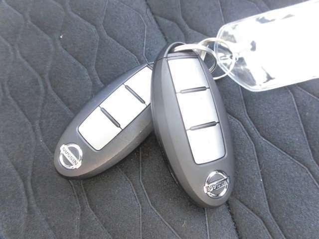 インテリジェントキーをカバンやポケットに入れて持っているだけで、ボタン一つでドアロックを開閉でき、モータースタートまで出来ちゃいます。慣れると大変便利ですよ!