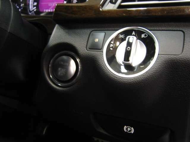 オートライト機能付のヘッドライトですのでライトポジションをオートにしておくと暗くなったときに自動でヘッドライトが点灯します!