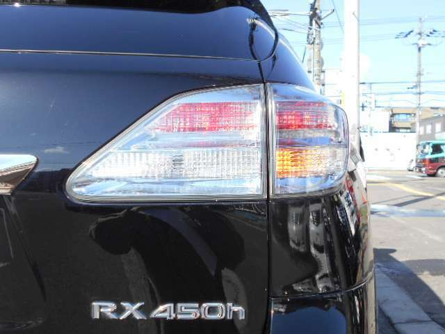 ☆テールレンズも左右磨きを入れて綺麗な状態にしております☆後続車両にも解りやすくLED採用で光が強くて見た目もオシャレになります☆