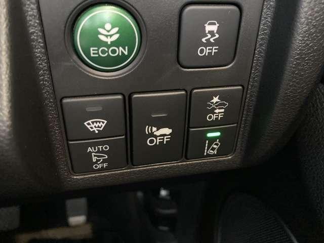 オートエアコン。運転席と助手席で温度設定が変えられます。