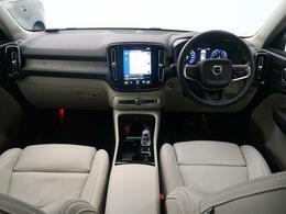 令和2年式XC40が入庫いたしました。人気のガソリンモデルT4 AWD インスクリプション ホワイトレザーモデルです。