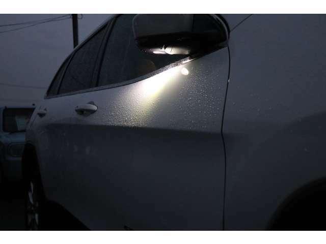 ロック解除時に光るウェルカムライト!白い車体には特に映えます!