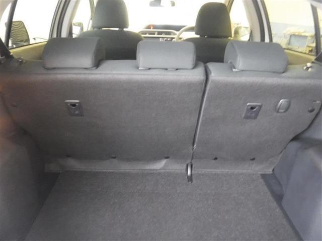 コンパクトカ-とはいえ、広々としたラゲッジルームです。収納力がレジャーの可能性をひろげます。長さがある荷物を積む際にも後部座席を倒したりするなどアレンジが可能なので非常に便利です。