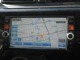 純正メモリーナビ(MC314D-W)付きです。フルセグTV視聴、Bluetooth接続も可能です。