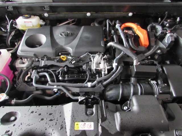 2500ccエンジンとモーターが一緒に駆動するパワフルなハイブリットエンジン搭載!