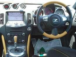 ブラック色のステアリング、センターコンソール、シフトノブなどに、鮮やかなイエローを随所にあしらうとともに、専用シートには、イエローで「370Z」の刺繍を施した特別仕様車!