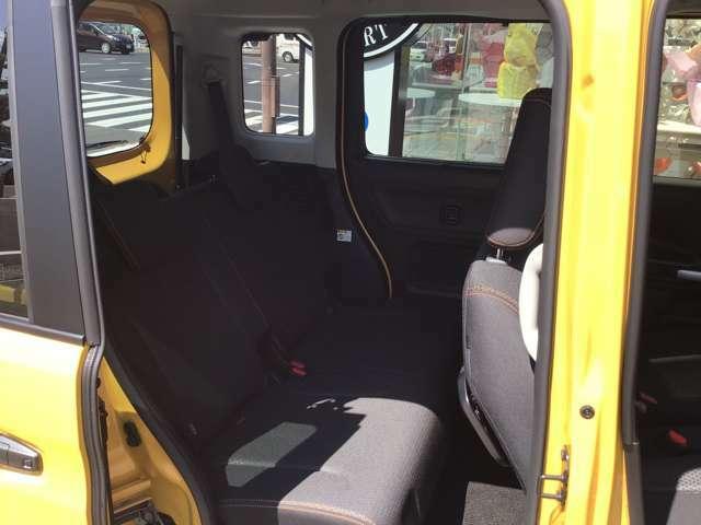 すべてのシートに、前後の位置を別々に調節できる独立型のシートスライドを採用し、体格に合わせて広々としたスペースを確保できます