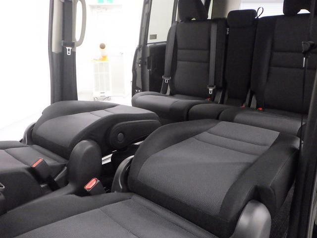 足を伸ばしてゆっくり休憩できる 広々車内です♪