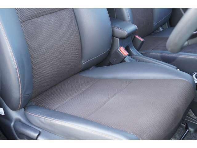 運転席、助手席ともに綺麗です。一度ご覧くださいませ♪