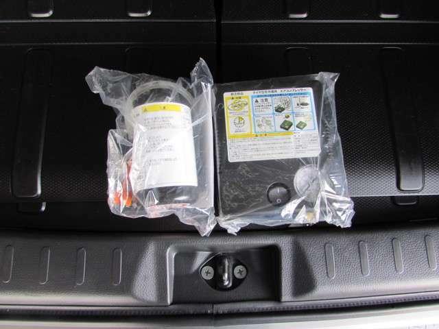 突然のタイヤパンクにも安心の簡単リペアキットを搭載しています。(応急用タイヤは搭載していません。)