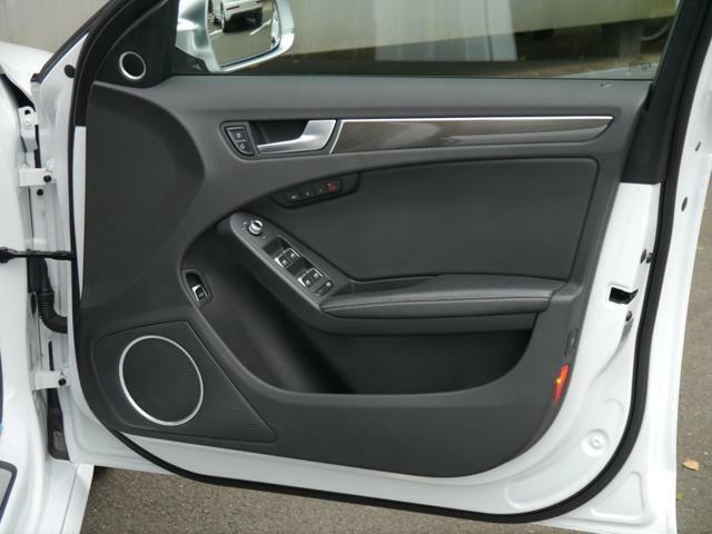 音響も素晴らしく、上質な音響に包まれながらドライブをお楽しみ頂けます。サブウーファー搭載で重厚感のある音質をご体感ください。