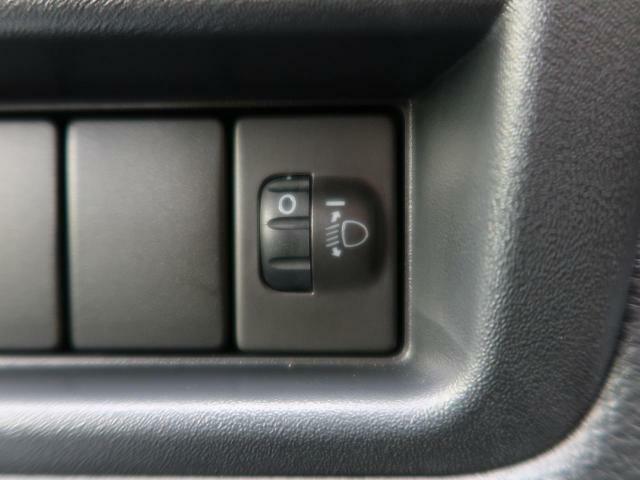 ヘッドライトレベライザー付き!トランクなどに重い荷物などを載せた場合フロント部分が上を向きヘッドライトも上向きになるので、この光軸を下向きに調整します。