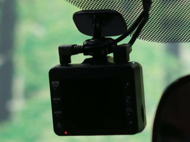 ●ドライブレコーダー『万が一のトラブル時もばっちり撮影♪自分の身を守るアイテムですね☆』