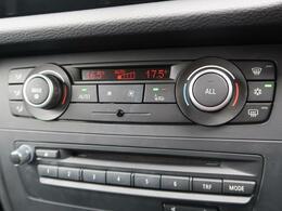 ●デュアルオートエアコン『運転席・助手席それぞれで温度設定が可能な独立式オートエアコンを標準装備しております!』