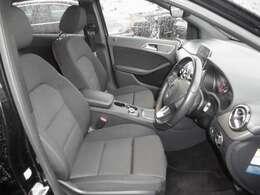 禁煙車で内装もきれいに保たれています。前席シートヒーター 運転席はメモリー付きパワーシートです。