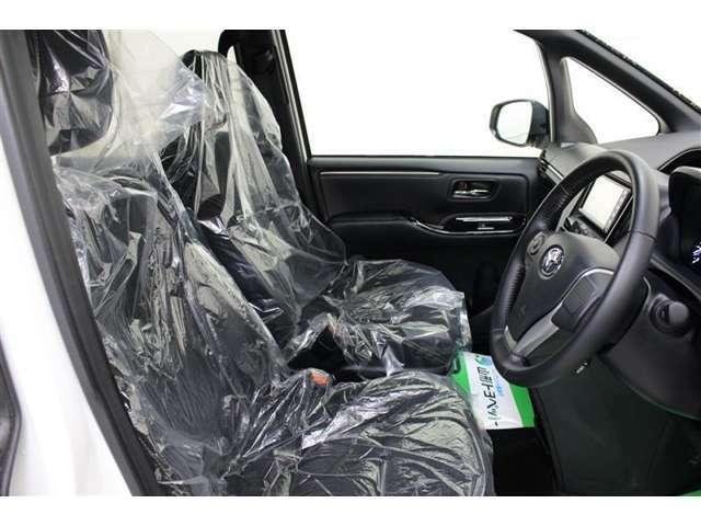 座り心地のいいフロントシート、運転席も助手席もゆったり座れます。