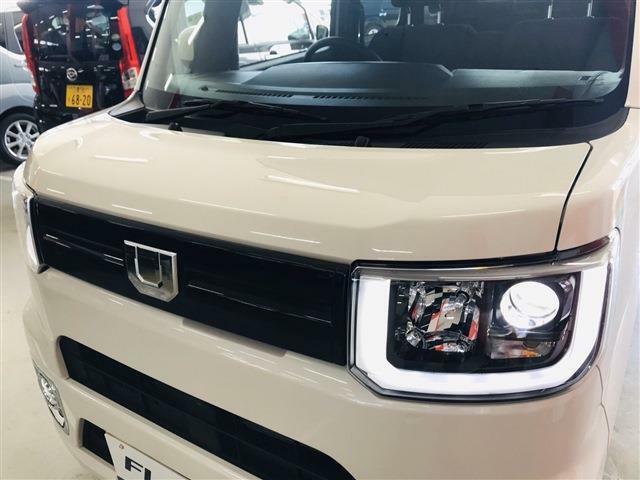 特別仕様車でLEDヘッドライト、LEDフォグライトが装備されています☆鋭い眼光を放つ様な印象のヘッドライト。かっこいいですね!実際、とても明るいですよ☆