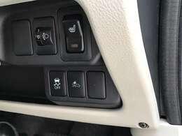 横滑り防止や被害軽減ブレーキが付いていて安心です!運転席にはシートヒーターもついてます!