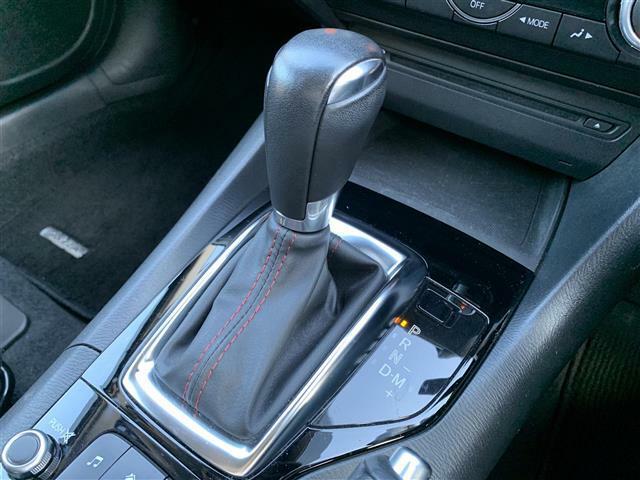 【MTモード付きAT(オートギアシフト)】クルマを、特にエンジンを機械任せではなく自分自身で積極的にコントロールしたい!という、運転好きのためにつけられています。