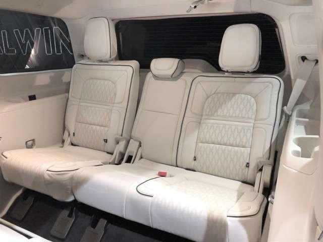 サードシートもリクライニング機能がついてますのでロングドライブの際も負担の軽減になります。