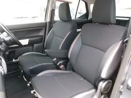 運転席と助手席の間を通って前席と後席のウォークスルーも可能です♪