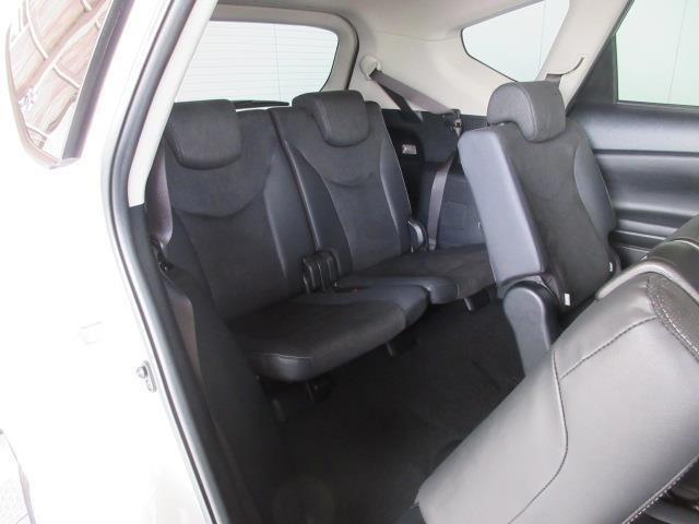 サードシートスペースも十分な広さを確保!