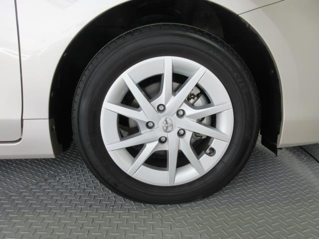 純正アルミホイールが良く似合ってます。タイヤサイズは205/60R16です。