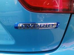 減速時のエネルギーを利用して発電、充電を行い、蓄えた電力を加速時のモーターアシストに利用する『マイルドハイブリッド』搭載!