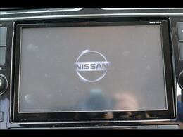 純正ナビナビを装備。フルセグTV、ブルートゥース接続、音楽の録音も可能です。
