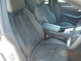 フロントシート アルカンタラ/レザーシート(ブラック) フロントシートヒーター標準装備