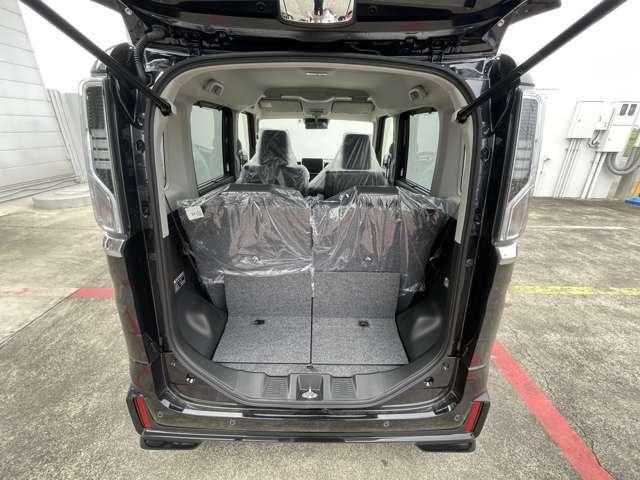 広々とした開口部でかなりの大きな荷物、そして、大容量も安心して積めます。
