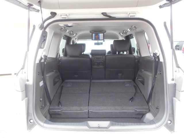 サードシートを収納するとさらに容量が増え大きな荷物も載せることが出来ますよ。