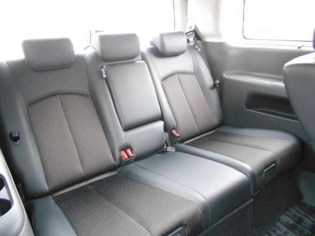 サードシートもつくりがしっかりしてるので乗り心地も快適です。