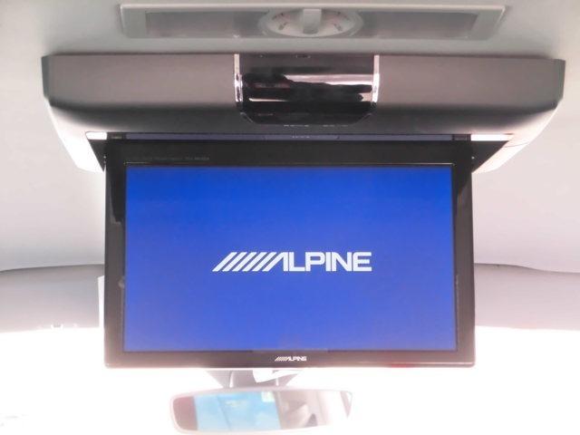 後席にはアルパイン10.1インチ・フリップダウンモニター付