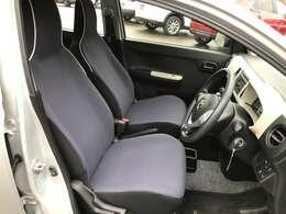 シンプルな運転席周りです。インパネ周りの各操作スイッチ類も使いやすいよう配置されています。
