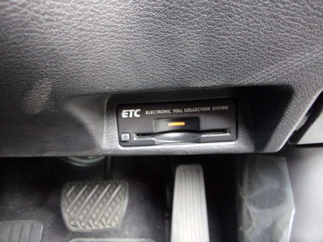 ETC 有料道路の料金所をキャッシュレスで通過できます。