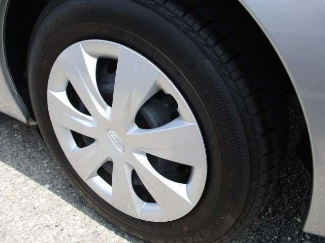 足回りは195-65-15インチのタイヤ&ホイールを装着しています。タイヤも新しく、残量も豊富に残っていますので、安心してお使い頂けます。★☆★☆★