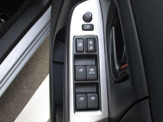 運転席オート機構付きのパワーウインドー、集中ドアロック、電動格納式のドアミラーなど、便利で嬉しい装備も充実しています。綺麗な車で快適なドライブにお出掛けください。★☆★☆★