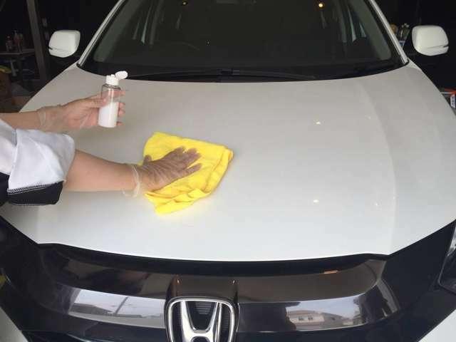 Bプラン画像:ガラスコーティング剤をボディーに塗布し施工します。