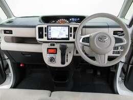 幅をたっぷりと確保したフロントシートでゆったりリラックス!広い窓に囲まれて解放感溢れるドライブをお楽しみください。
