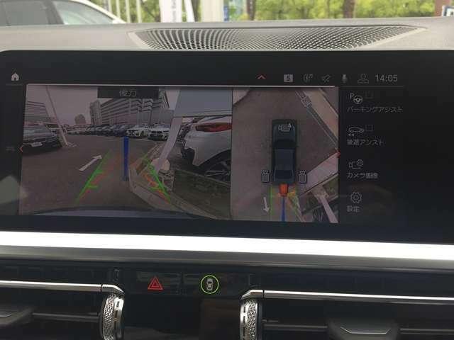 """【バックモニター】""""R""""レンジにシフトチェンジして頂くとバックカメラとセンサーが起動し駐停車時の運転をサポートします。"""