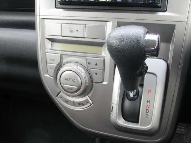 オートエアコン付きで1年中快適なドライブが可能。