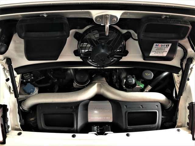 エンジンは3600cc 水平対向6気筒24バルブツインターボ!