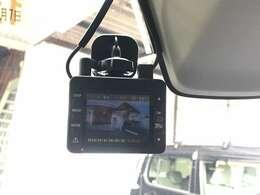 ユピテルの前方・後方ドライブレコーダー(DRY-TW7500)が搭載されております。万が一の時に必要になるドラレコ!最近のドライブでは必須アイテムですね!!