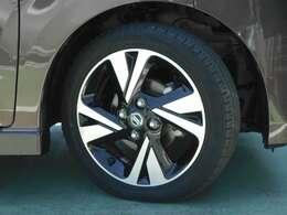 日産純正アルミホイール タイヤサイズは165/55R15です。