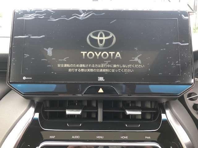 【デジタルインナーミラー(前後録画機能付)】■車両後方カメラの映像をインナーミラー内のディスプレイに表示。走行中の前後方カメラ映像をインナーミラーに挿入されたSDカードへ録画できる機能が加わりました。