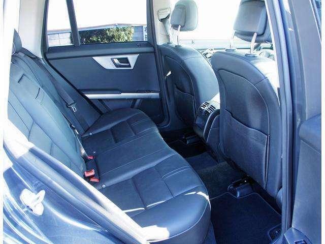 後席は使用感も少なくさらに綺麗です!SUVにありがちな後席の狭さも感じません!