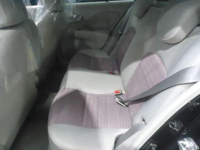足下も広く乗り心地の良いシートです。室内空間の確保もOKですね。